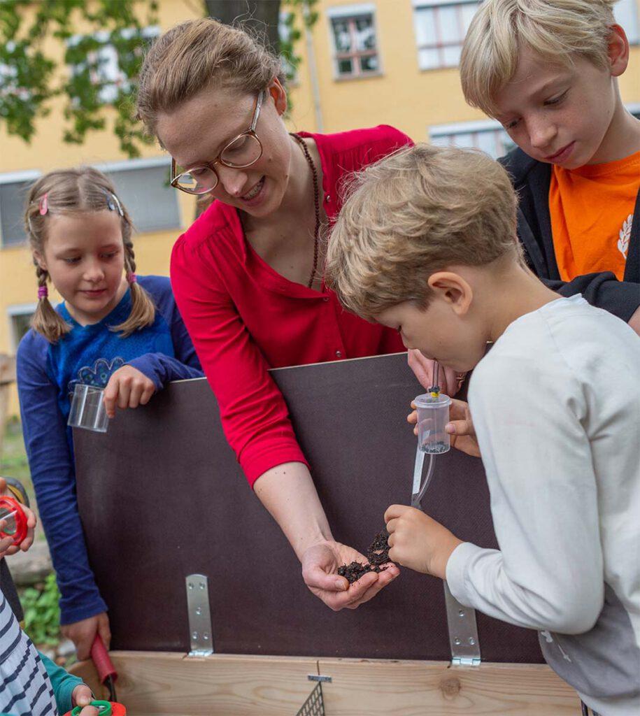 Wurmkompostierung Workshop mit Kindern