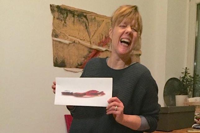 Anne-Kartin Mit Ihrem Neuen Wurmkomposter, Dem DIY Hubus